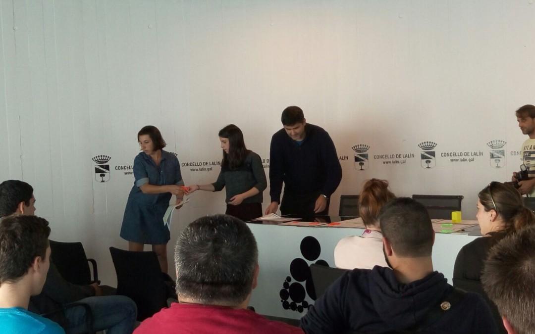 Acto de entrega de los Diplomas de Asistencia a los participantes al Obradoiro de Impresión 3D celebrado en septiembre en Lalín